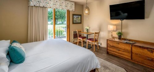 Traditional Pet Friendly Hotel Room with Two Queen Beds 3