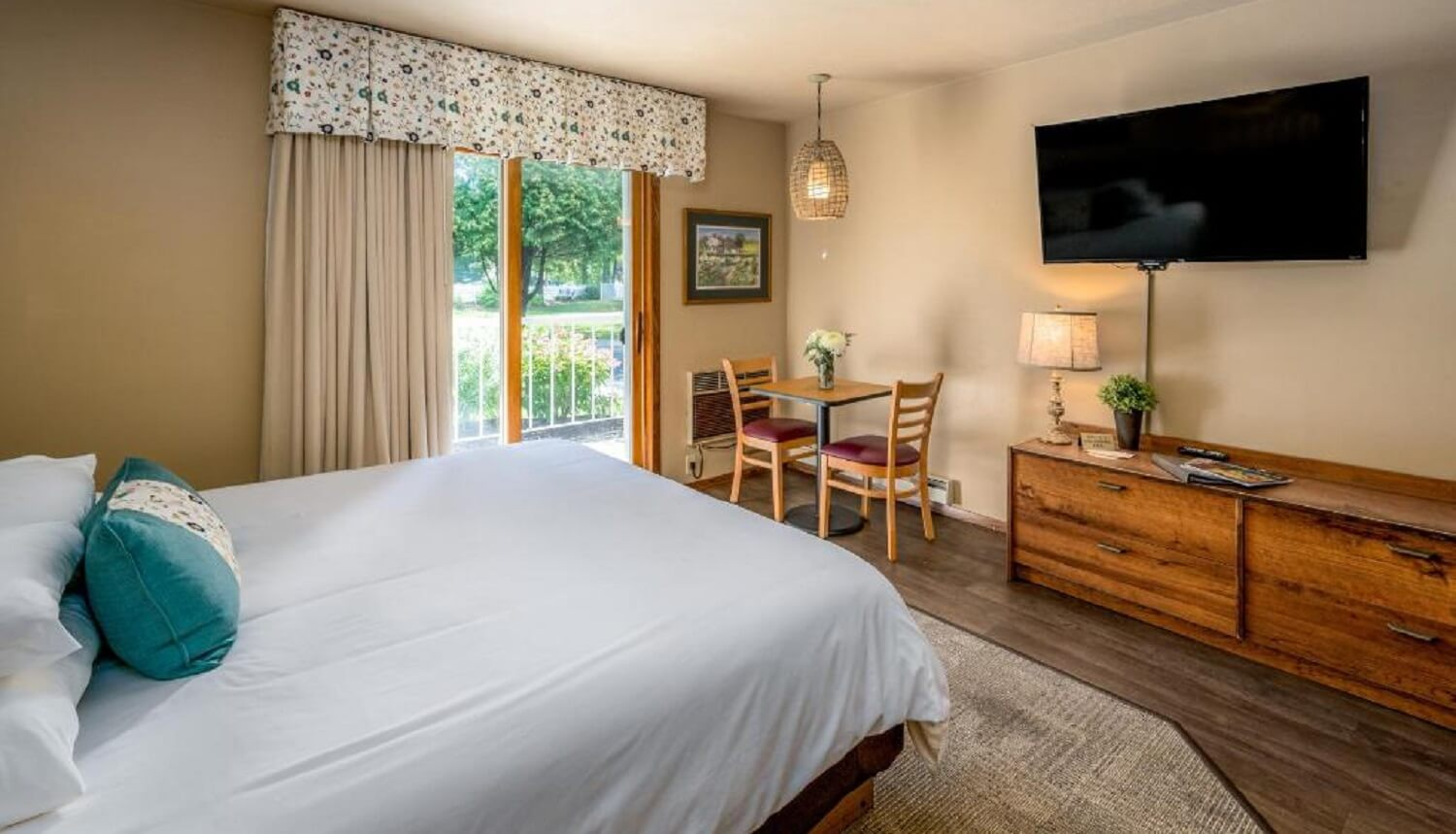 Picture of: Traditional Pet Friendly Hotel Room With Two Queen Beds Somerset Inn